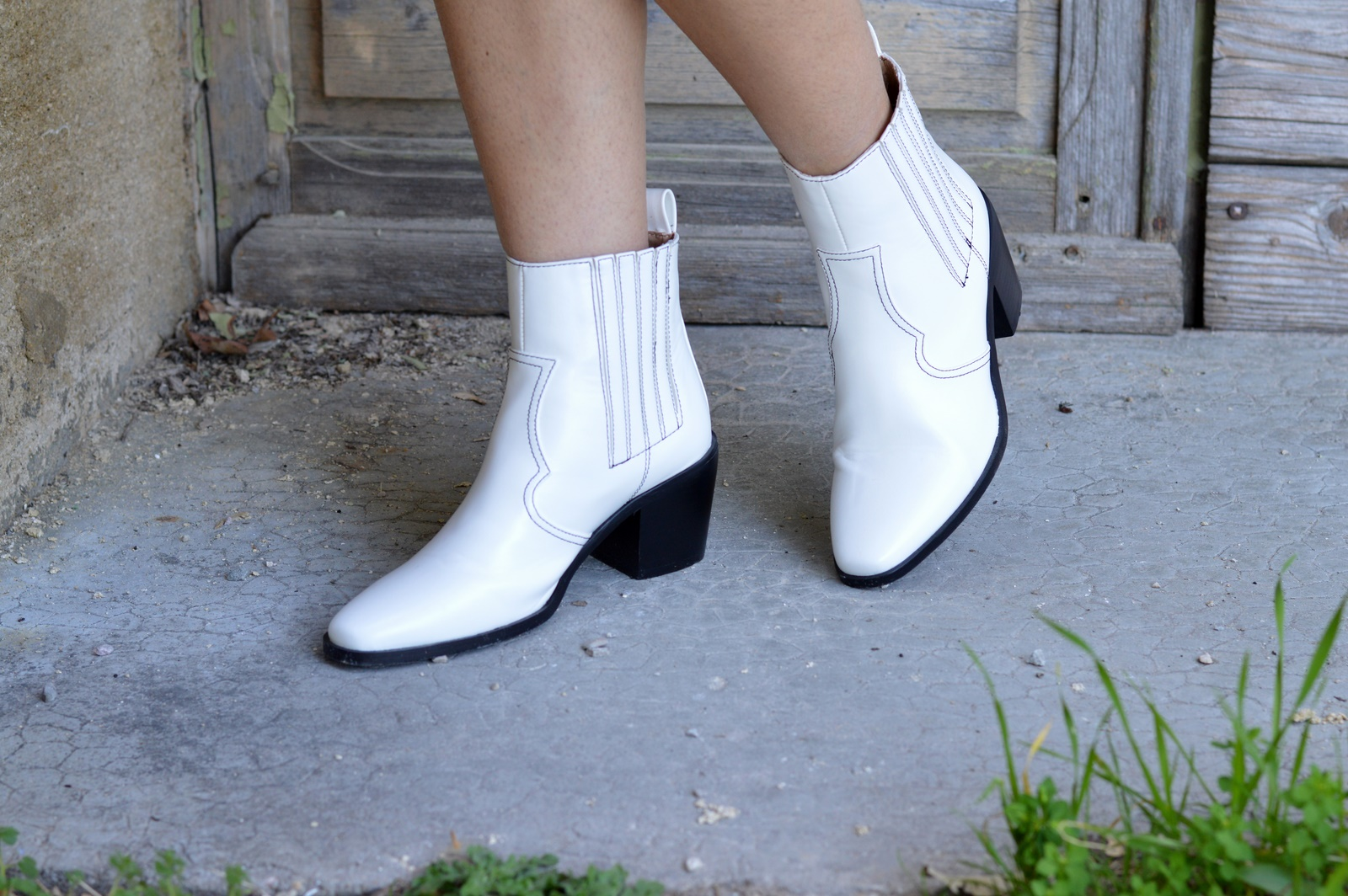 boots mexicaines blanches Pretty Little Thing